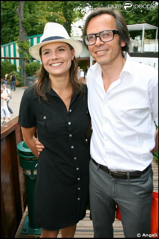 Roland garros 2009 pour les huiti mes de finale disput s le lundi de pentec te les c l brit s - Charlotte de turckheim et son mari ...