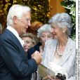 Carlo Borromeo et Marella Agnelli lors du mariage de Lavinia Borromeo et John Elkann dans les Îles Borromée en septembre 2004.