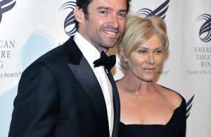 Quand Hugh Jackman sort le noeud pap', sa femme se fait très discrète... Pas facile de vivre avec un sex-symbol !