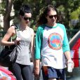Exclusif - Krysten Ritter se rend à son cours de gym, main dans la main, avec son compagnon Adam Granduciel à West Hollywood, le 30 septembre 2014.