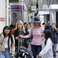 Laeticia Hallyday est allée accueillir sa maman Françoise Thibaut avec ses filles Jade et Joy à l'aéroport de Los Angeles le 3 février 2019.