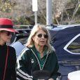 """Laeticia Hallyday et sa mère Françoise Thibaut sont allées déjeuner au restaurant japonais """"Sushi Zo"""" près du Lycée Français à Los Angeles, le 5 février 2019."""