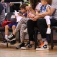 Shakira, son mari Gerard Piqué et leurs enfants Sasha, Milan dans les tribunes du match de basket-ball entre le FC Barcelone et San Pablo Burgos à Barcelone le 10 mars 2019.