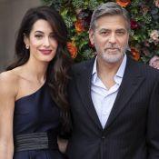 Amal Clooney somptueuse tout de satin vêtue, au bras de George