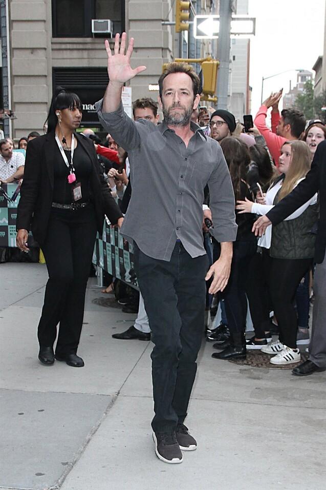 """Luke Perry - Les acteurs de la série """"Riverdale"""" arrivent aux studios AOL Build Series pour faire la promotion de la série à New York, le 9 octobre 2018."""