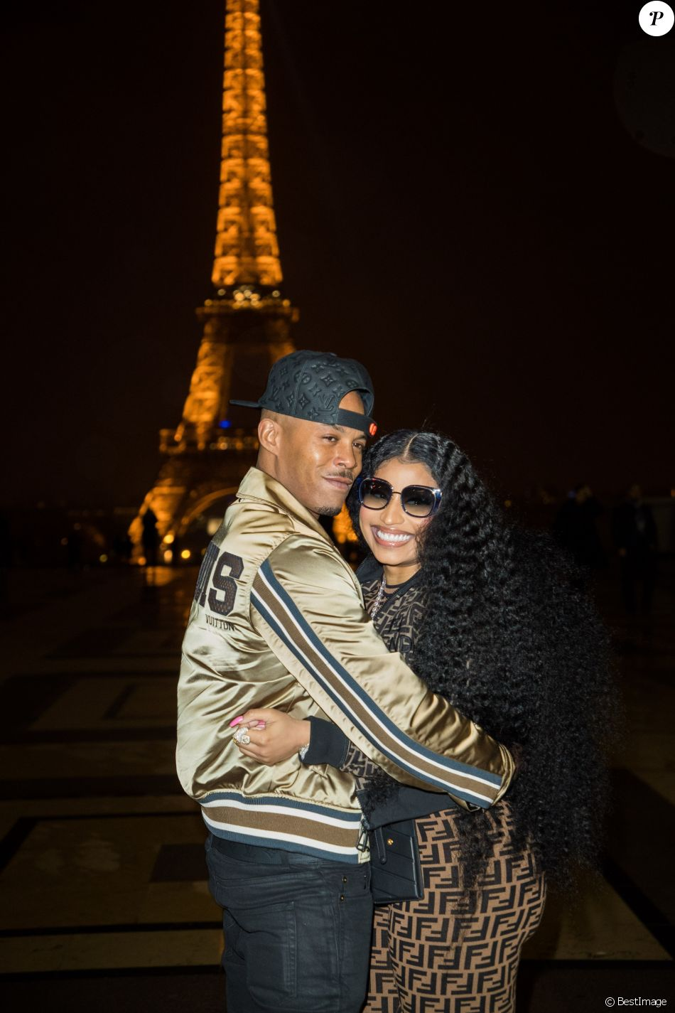 "Exclusif - Nicki Minaj et son compagnon Kenneth ""Zoo"" Petty quittent l'hôtel Royal Monceau et vont poser en photo devant la tour Eiffel à Paris le 8 mars 2019."