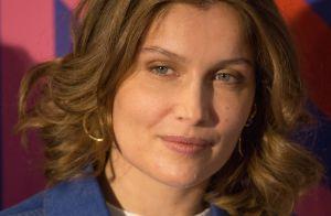 Laetitia Casta radieuse et sublime en bleu, face au casting de Dix pour cent