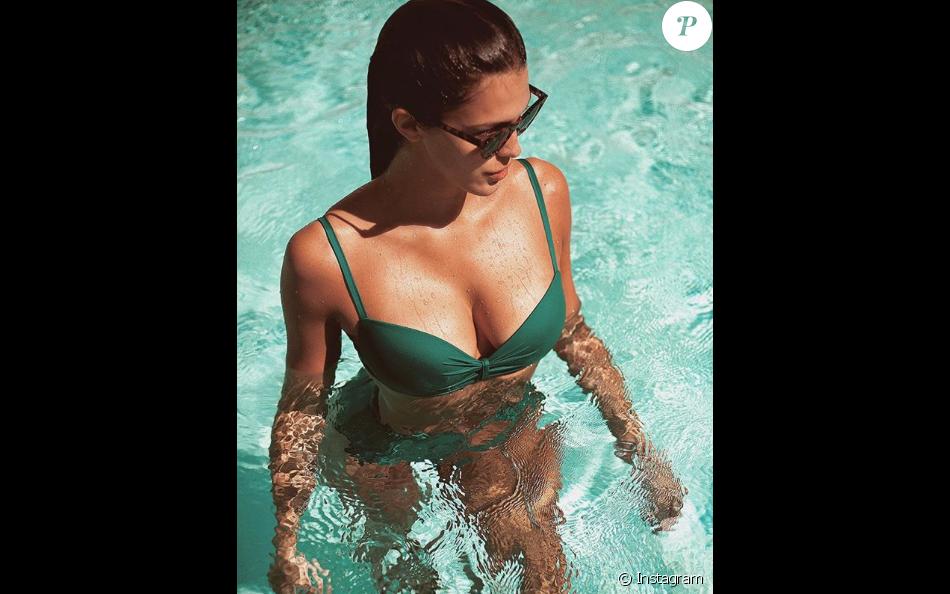 Iris Mittenaere divine en bikini à Cannes, le 28 mars 2019.