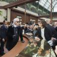 """Karl Lagerfeld, Inès de La Fressange au défilé de mode """"Chanel"""", collection prêt-à-porter automne-hiver 2015/2016, à Paris le 10 mars 2015."""