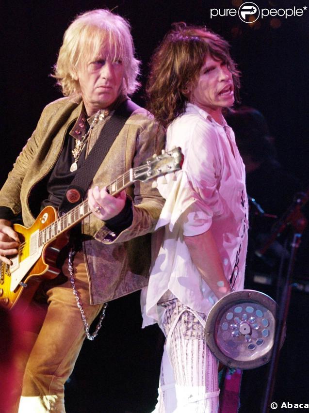 Brad Whitford et Steven Tyler, en 2003