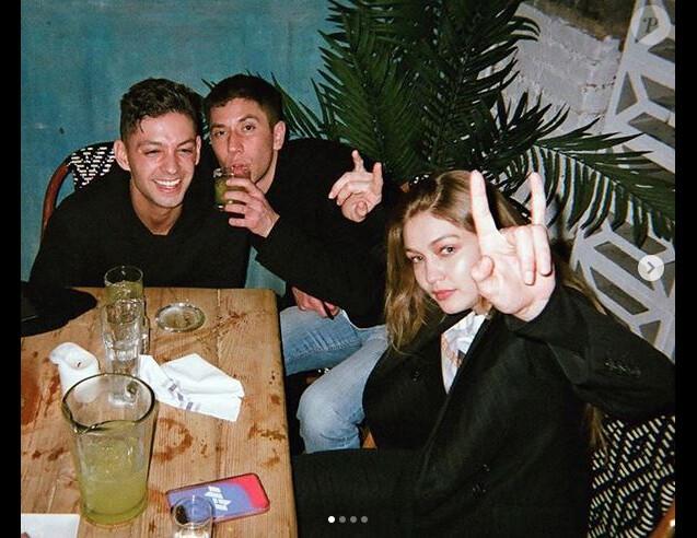 Samuel Krost (au milieu) et Gigi Hadid. Février 2019.