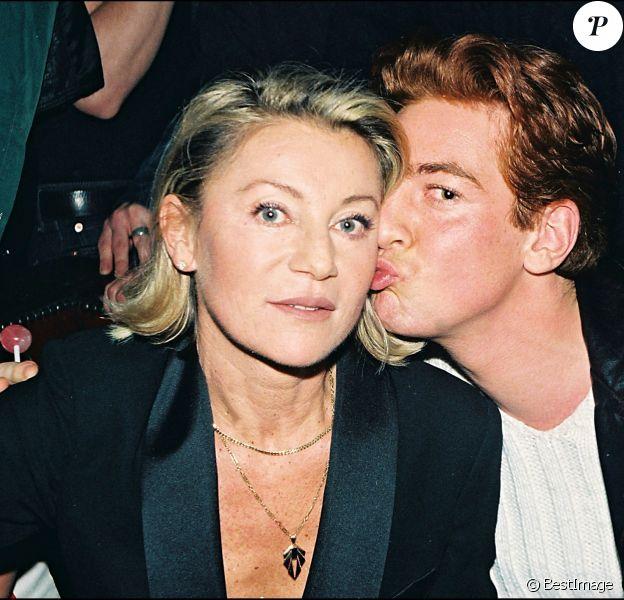 Sheila et son fils Ludovic Chancel, mort des suites d'une overdose le 7 juillet 2017 à 42 ans, en janvier 1998 au Queen à Paris.