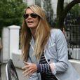 Elle Macpherson hier à la sortie de son domicile londonien, toujours aussi chic même en jean