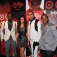 La super roulée Fergie, entourée des Black Eyed Peas, lors de la grande soirée pour la sortie de leur album, au Griffin de New York, le 10 juin 2009 !