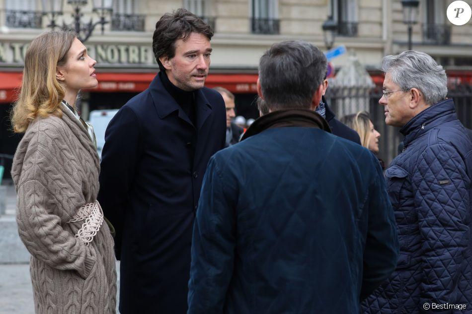Antoine Arnault et sa compagne Natalia Vodianova viennent constater les dégâts de l'incendie de la cathédrale Notre-Dame de Paris le 16 avril 2019. © Stéphane Lemouton / Bestimage