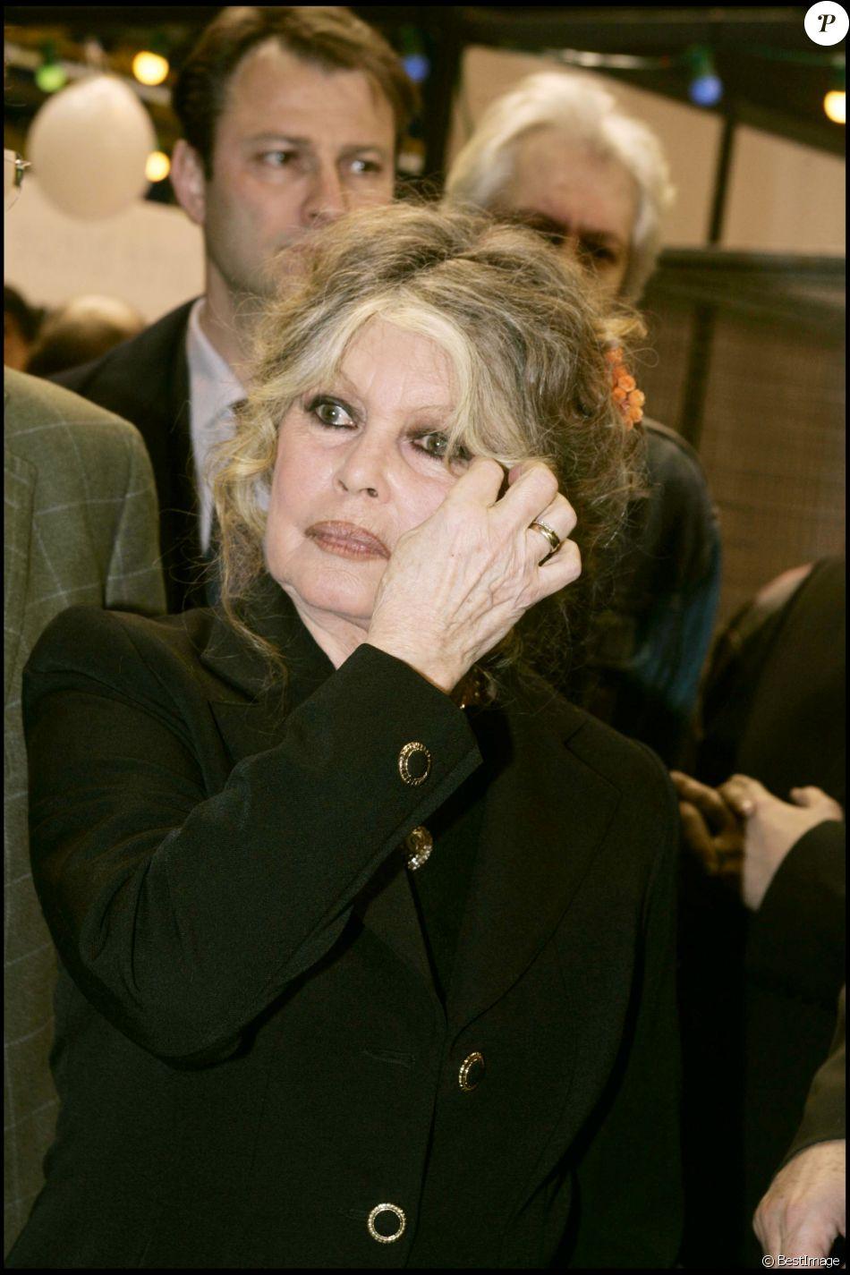 Brigitte Bardot lors du Noël des animaux en 2004 à Levallois-Perret