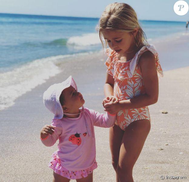 La princesse Leonore et la princesse Adrienne de Suède, les filles de la princesse Madeleine de Suède et son mari Christopher O'Neill, photographiées par leur mère en Floride lors des vacances de Pâques 2019. © Instagram Madeleine de Suède, 23 avril 2019.