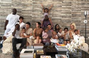Les Kardashian au complet en photo, Kendall Jenner fait bande à part !