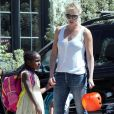 Exclusif - Charlize Theron part se promener avec ses enfants Jackson et August à Los Angeles. Le 28 mars 2017