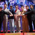 Kevin Feige, Chris Hemsworth, Chris Evans, Robert Downey Jr., Scarlett Johansson, Jeremy Renner et Mark Ruffalo - Toute l'équipe de Marvel Studios Avengers: Endgame laissent leurs empreintes sur le ciment lors d'une cérémonie au Chinese Theatre à Hollywood, Los Angeles, le 23 avril 2019.