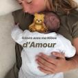 """Candice, aventurière de """"Koh-Lanta"""", accueille un bébé dans sa vie : sa petite nièce Gaia."""