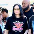 Jessie J salue ses fans au Cost Plus World Market à Los Angeles, le 3 novembre 2018.