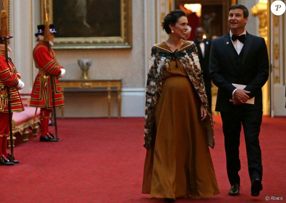 Jacinda Arden à Buckingham Palace au bras de son compagnon, Clarke Gayford, le 19 avril 2018.