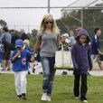 Reese Witherspoon a encouragé son fils Deacon lors de son match de baseball à Brentwood, Los Angeles