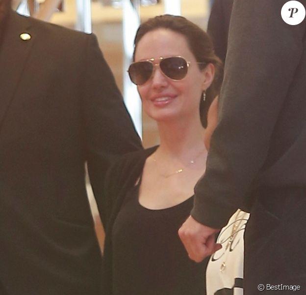 Exclusif - Angelina Jolie emmène ses enfants Pax, Knox et Zahara faire du shopping chez Louis Vuitton à Beverly Hills, le 10 mai 2019.