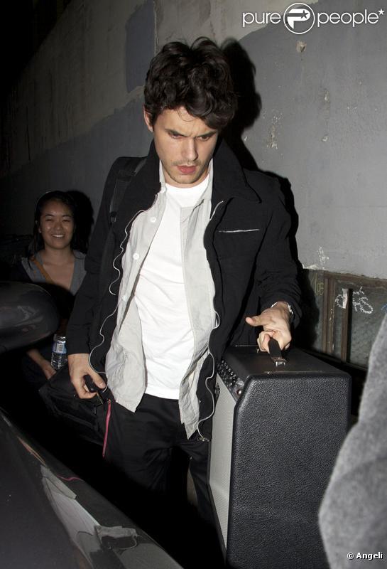 John Mayer quitte l'Hotel Café à Hollywood en Californie le 14 juin 2009