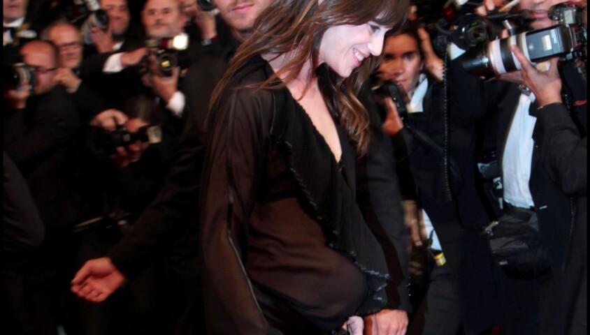 Charlotte Gainsbourg - Montée des marches du Festival de Cannes 2011 pour le film Melancholia