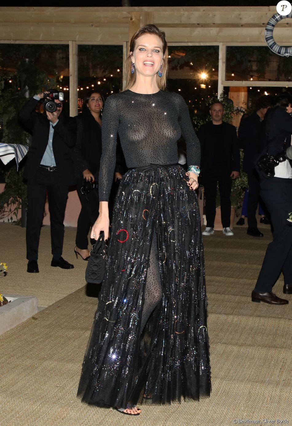 """Eva Herzigova assiste à la soirée """"Dior Vogue"""" chez """"Fred l'écailler"""" en marge du 72ème Festival International du Film de Cannes. Le 15 mai 2019 © Olivier Borde / Bestimage"""