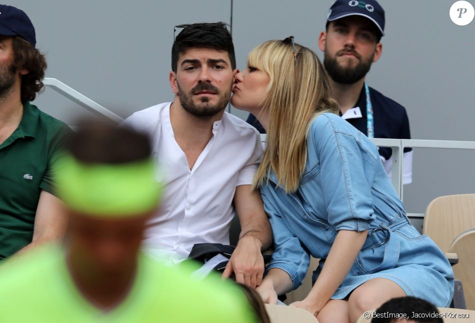 Joy Esther et son compagnon Andréa Condorelli dans les tribunes lors des internationaux de tennis de Roland Garros à Paris, France, le 4 juin 2019. © Jacovides-Moreau/Bestimage