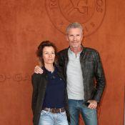 Denis Brogniart et sa femme Hortense amoureux à Roland Garros