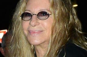 Barbra Streisand émue : Ses chiens clonés posent sur la tombe de leur