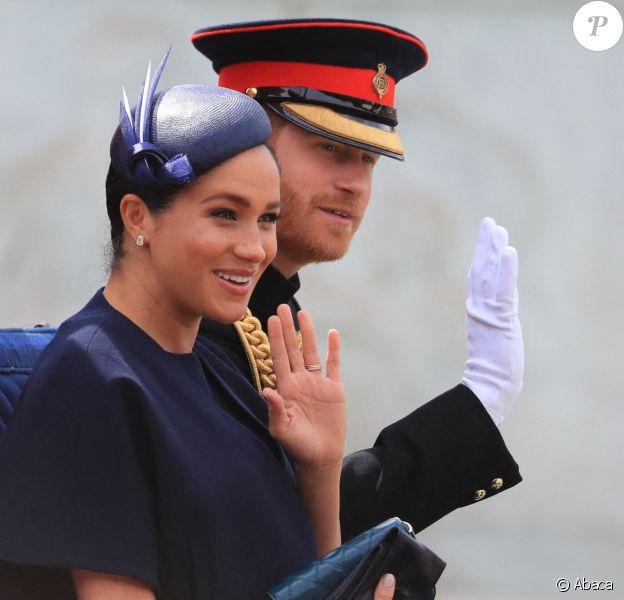 Meghan Markle, duchesse de Sussex, portait une nouvelle bague à l'annulaire de la main gauche, avec sa bague de fiançailles et son allaince, lors de la parade Trooping the Colour à laquelle elle a participé en compagnie de son époux le prince Harry à Londres le 8 juin 2019.