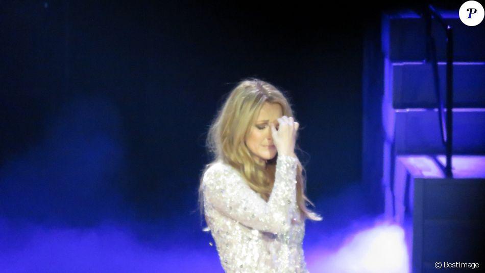 Un peu plus d'un mois après le décès de son mari René Angélil, Céline Dion est remontée sur scène au Caesars Palace à Las Vegas le 23 février 2016.