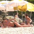 Charlize Theron... magnifique en vacances sur la plage !
