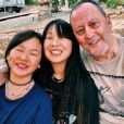 Jade Hallyday publie une photo d'elle avec sa petite soeur Joy et son parrain Jean Reno, prise lors de vacances à Saint-Barthélemy, sur Instagram, le 10 mars 2019.