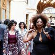 """Défilé """"Over Fifty... et alors !"""" à la galerie Vivienne à Paris le 17 Juin 2019. C'est sous les ors de la galerie Vivienne que la styliste Nathalie Garçon, initiatrice de l'association """"Over fifty...et alors"""", a organisé un défilé de mode afin de faire évoluer la visibilité et le regard porté sur les femmes de plus de cinquante ans. © Dominique Jacovides/Bestimage"""