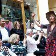 """Marianne Bassler et Elise Larnicol - Défilé """"Over Fifty... et alors !"""" à la galerie Vivienne à Paris le 17 Juin 2019. C'est sous les ors de la galerie Vivienne que la styliste Nathalie Garçon, initiatrice de l'association """"Over fifty...et alors"""", a organisé un défilé de mode afin de faire évoluer la visibilité et le regard porté sur les femmes de plus de cinquante ans. © Dominique Jacovides/Bestimage"""