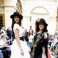 """Chahrazad Rizk et sa fille Noor - Défilé """"Over Fifty... et alors !"""" à la galerie Vivienne à Paris le 17 Juin 2019. C'est sous les ors de la galerie Vivienne que la styliste Nathalie Garçon, initiatrice de l'association """"Over fifty...et alors"""", a organisé un défilé de mode afin de faire évoluer la visibilité et le regard porté sur les femmes de plus de cinquante ans. © Dominique Jacovides/Bestimage"""