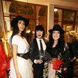 """Exclusif - Noor Rizk, Chantal Thomass et Chahrazad Rizk en backstage du défilé de la styliste Nathalie Garçon pour l'association """"Over fifty...et alors"""" à la galerie Vivienne à Paris le 17 juin 2019. C'est sous les ors de la galerie Vivienne que la styliste Nathalie Garçon, initiatrice de l'association """"Over fifty...et alors"""", a organisé un défilé de mode afin de faire évoluer la visibilité et le regard porté sur les femmes de plus de cinquante ans. © Dominique Jacovides / Bestimage"""