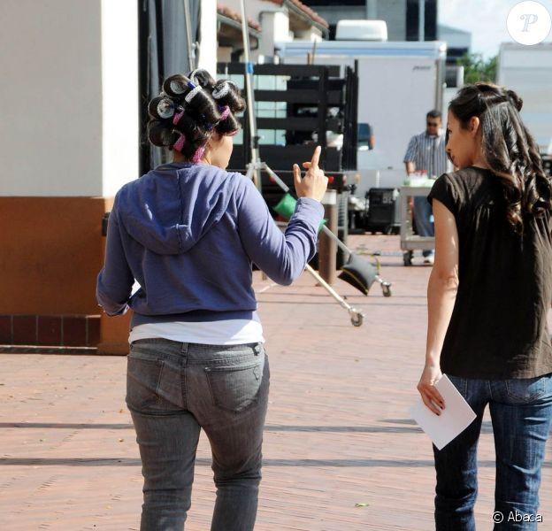 America Ferrera sur le tournage de la série Ugly Betty (Los Angeles, 5 juin 2009)