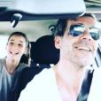 Xavier de Moulins et ses filles en route vers un week-end ensoleillé, le 19 avril 2018.