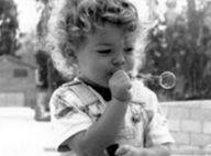 Découvrez qui est cet enfant, devenu l'un des acteurs les plus sexy de sa génération !