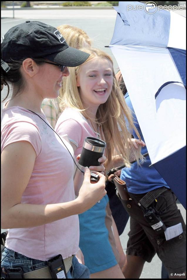 """La jolie Dakota Fanning sur le tournage de """"The Runaways"""", à Los Angeles, le 24 juin 2009 !"""