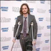 """Matthew Gray Gubler de la série qui cartonne ''Esprits Criminels""""... s'est réellement blessé à la jambe ! Les détails..."""
