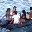 Kendall Jenner profite d'un après-midi ensoleillé en bateau à Mykonos, le 9 juillet 2019.
