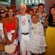 """Camille Gottlieb, la princesse Stéphanie de Monaco, Lane, un des plus ancien bénévole, qui ce soir sera mis à l'honneur avant son départ de l'association, Louis Ducruet et Marie Chevallier, sa future épouse  - Traditionnelle soirée au profit de Fight Aids Monaco, dans la salle des Etoiles du Sporting à Monaco le 13 juillet 2019. Cette année, l'association de la princesse Stéphanie de Monaco, fête ses 15 ans. C'est le célèbre groupe américain The Beach Boys, tout droit venu de Californie, qui assure le Show au profit de l'association. Les membres de la famille princière, le prince Albert II de Monaco en tête, ainsi que l'ensemble du public, n'ont pas hésité à se mettre en mode """"Beach Boys"""". © Bruno Bebert/Bestimage"""